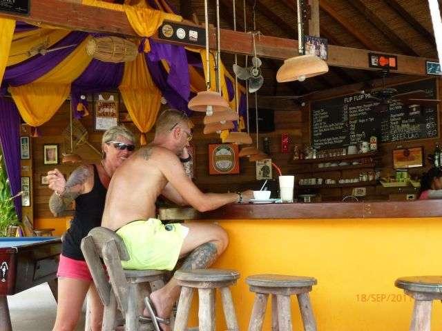 gemütlicher Platz an der Bar zum Reisebericht schreiben